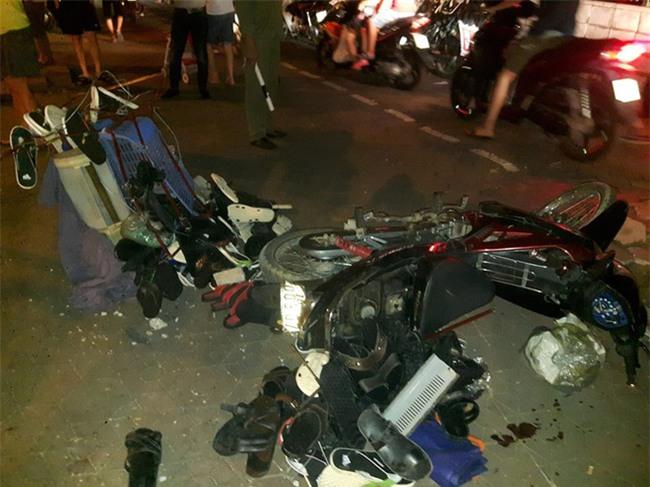 Hà Nội: Nữ tài xế lái ô tô tông đổ cột điện và lao vào xe máy khiến 2 người nhập viện - Ảnh 7.