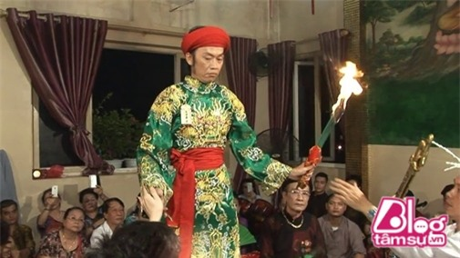 hoai-linh-hau-dong-blogtamsuvn4