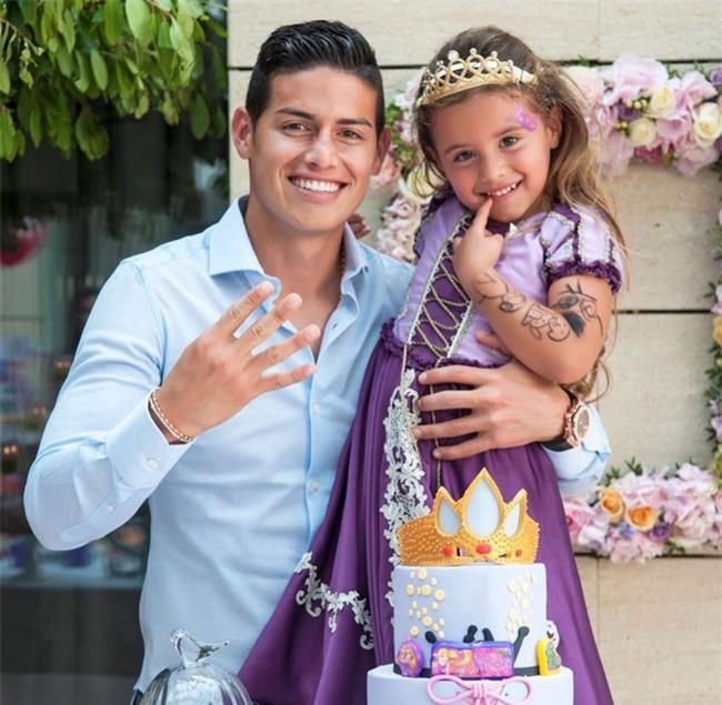 Harper Seven và những hoàng tử, công chúa nổi tiếng không thua gì bố siêu sao bóng đá - Ảnh 14.
