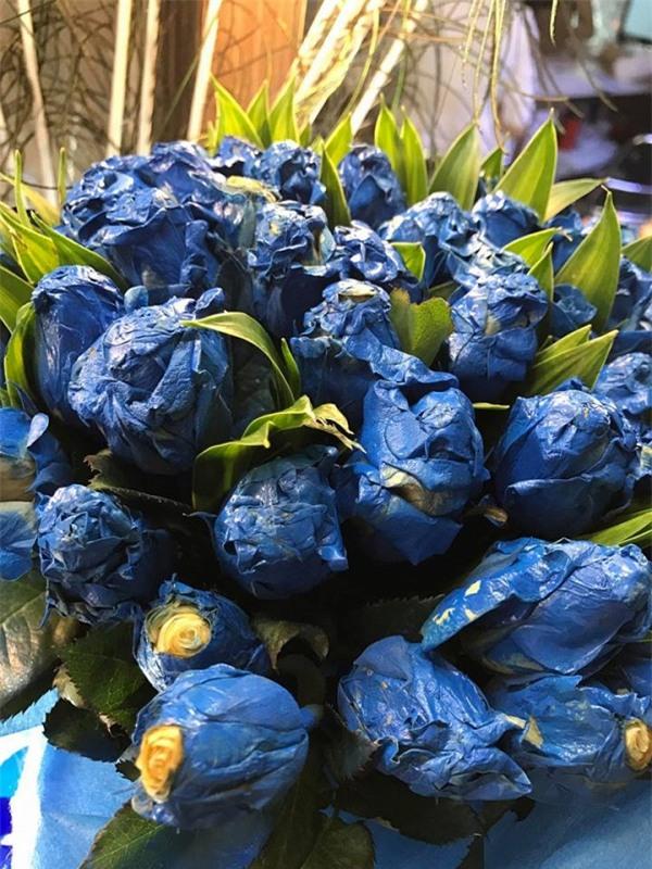 Đặt mua online, nữ khách hàng sốc khi nhận được bó hoa giá 1,6 triệu - Ảnh 2.