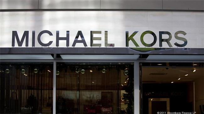 Michael Kors đồng loạt đóng cửa 100 cửa hàng vì lí do không ai ngờ tới  - Ảnh 2.