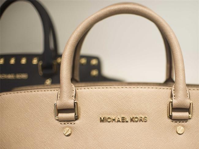 Michael Kors đồng loạt đóng cửa 100 cửa hàng vì lí do không ai ngờ tới  - Ảnh 3.