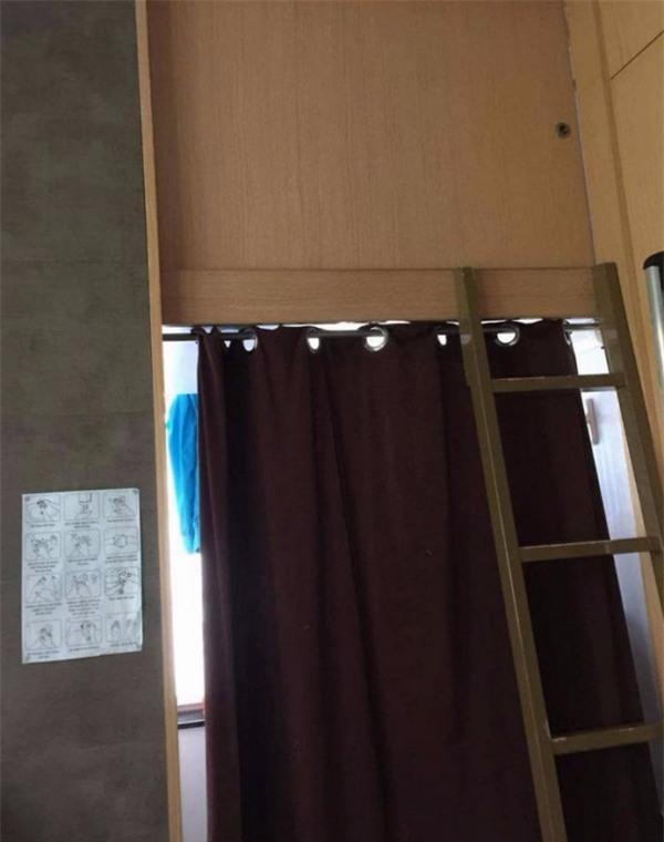 Số phận người giúp việc ở Hồng Kông: ngủ trong nhà vệ sinh, trên nóc tủ lạnh - Ảnh 1.