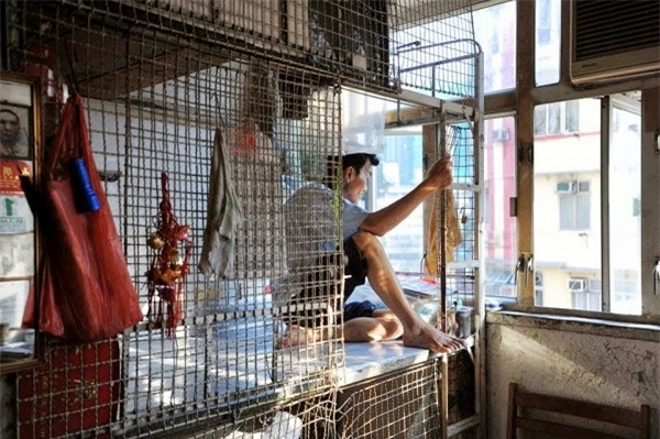 Số phận người giúp việc ở Hồng Kông: ngủ trong nhà vệ sinh, trên nóc tủ lạnh - Ảnh 3.
