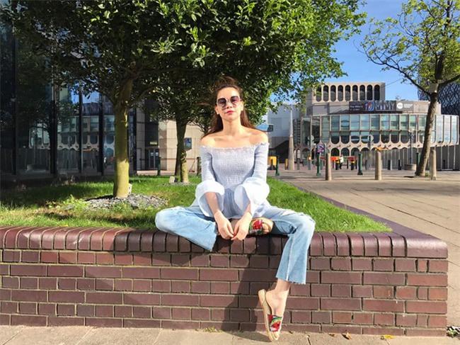 Kỳ Duyên diện đồ đơn giản vẫn kiêu kỳ, Angela Phương Trinh bỗng màu mè hết biết trong street style tuần này - Ảnh 2.