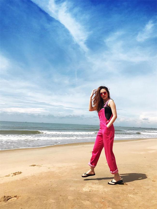 Kỳ Duyên diện đồ đơn giản vẫn kiêu kỳ, Angela Phương Trinh bỗng màu mè hết biết trong street style tuần này - Ảnh 22.