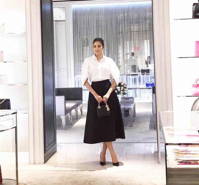 Kỳ Duyên diện đồ đơn giản vẫn kiêu kỳ, Angela Phương Trinh bỗng màu mè hết biết trong street style tuần này - Ảnh 3.