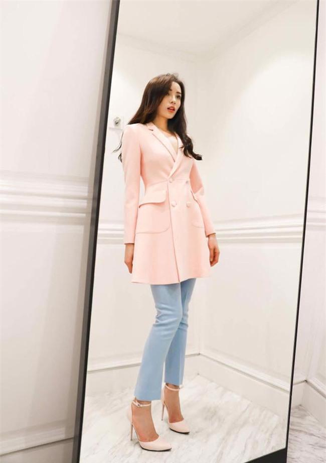 Kỳ Duyên diện đồ đơn giản vẫn kiêu kỳ, Angela Phương Trinh bỗng màu mè hết biết trong street style tuần này - Ảnh 4.