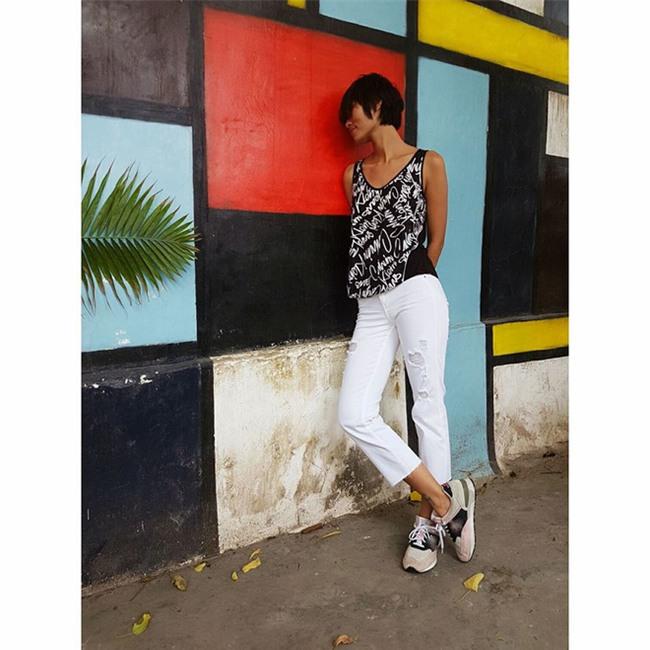 Kỳ Duyên diện đồ đơn giản vẫn kiêu kỳ, Angela Phương Trinh bỗng màu mè hết biết trong street style tuần này - Ảnh 6.