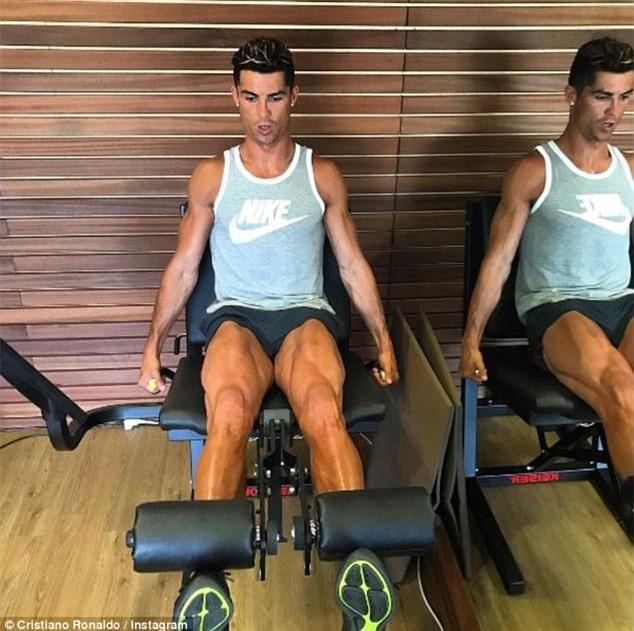 Ronaldo thuê du thuyền đưa bạn gái và con trai đi nghỉ mát - Ảnh 10.