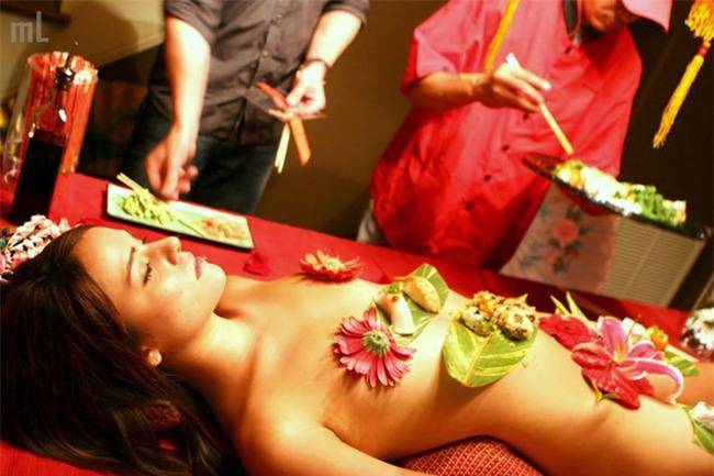 Lời tự sự của một cô gái khi lần đầu tiên làm người mẫu sushi khoả thân - Ảnh 2.