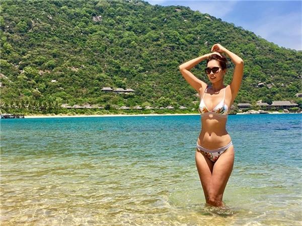 """Với dáng vóc của siêu mẫu, Hà Anh chẳng ngại khoe cơ thể """"bỏng mắt"""".   Trên trang cá nhân, cô thường xuyên đăng tải hình ảnh với những bộ đồ kiệm vải như thế này."""