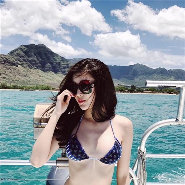 Hoa hậu Kỳ Duyên khoe dáng mảnh mai trong bộ bikini 2 mảnh.   Á hậu Huyền My xinh đẹp, sexy đến từng centimet.