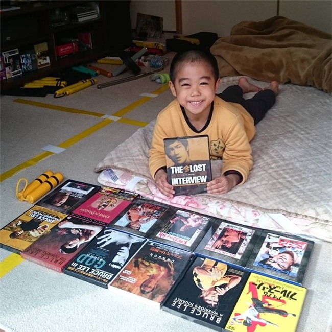 Cậu bé 7 tuổi người Nhật khiến cả thế giới kinh ngạc vì màn trình diễn tuyệt vời y hệt huyền thoại Lý Tiểu Long - Ảnh 4.
