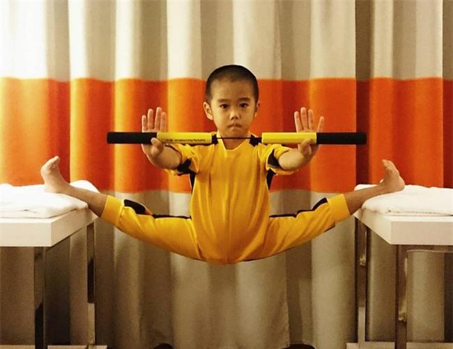 Cậu bé 7 tuổi người Nhật khiến cả thế giới kinh ngạc vì màn trình diễn tuyệt vời y hệt huyền thoại Lý Tiểu Long - Ảnh 7.