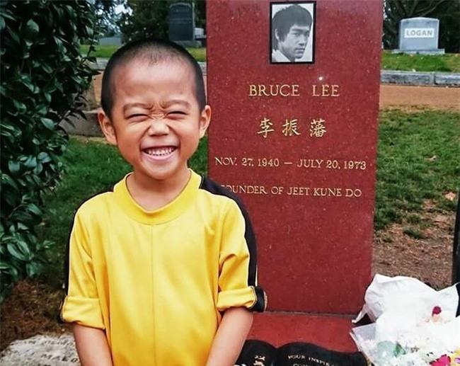 Cậu bé 7 tuổi người Nhật khiến cả thế giới kinh ngạc vì màn trình diễn tuyệt vời y hệt huyền thoại Lý Tiểu Long - Ảnh 10.