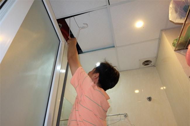 Giữa nắng nóng 41 độ, hàng trăm người dân chung cư VP3 Linh Đàm tập trung đòi cấp nước sạch - Ảnh 4.