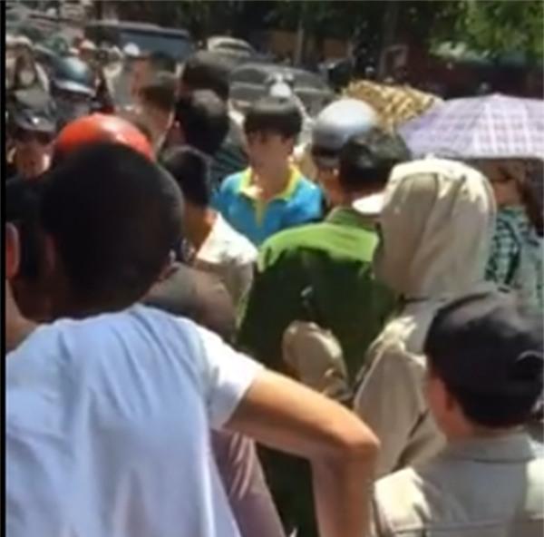 Vụ đâm người giữa phố Phạm Ngọc Thạch (Hà Nội): Có thể do nắng nóng nên hành động bất thường - Ảnh 2.