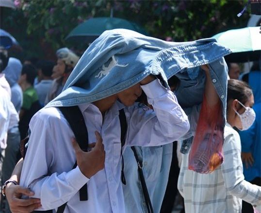 thi lớp 10,nắng nóng tại Hà Nội