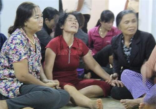 Đám tang 4 học sinh đuối nước ở Gia Lai: Bố còn nợ con một buổi đi chơi - Ảnh 1.