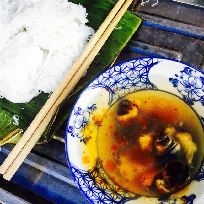 8 món ăn thần thánh giúp bạn chống chọi với thời tiết rán trứng giữa đường của Hà Nội - Ảnh 13.