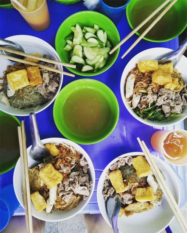 8 món ăn thần thánh giúp bạn chống chọi với thời tiết rán trứng giữa đường của Hà Nội - Ảnh 18.