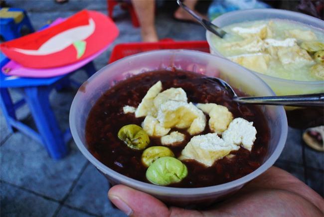8 món ăn thần thánh giúp bạn chống chọi với thời tiết rán trứng giữa đường của Hà Nội - Ảnh 6.