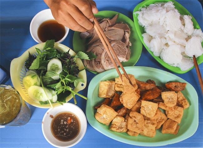 8 món ăn thần thánh giúp bạn chống chọi với thời tiết rán trứng giữa đường của Hà Nội - Ảnh 8.