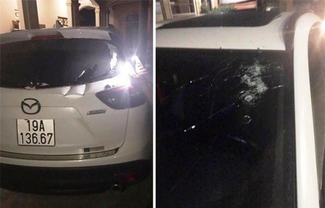 Nhiều vết kiếm chém và súng bắn ở xung qunah chiếc xe. Ảnh: CTV