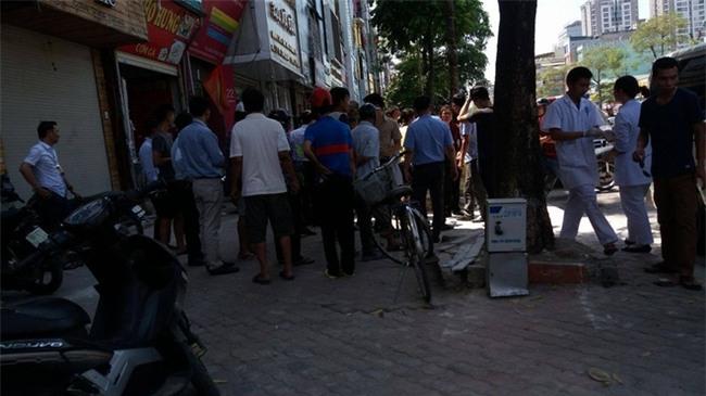 Hà Nội: Cụ bà đi mua đá lạnh bị đột tử giữa trời nắng nóng đỉnh điểm - Ảnh 1.