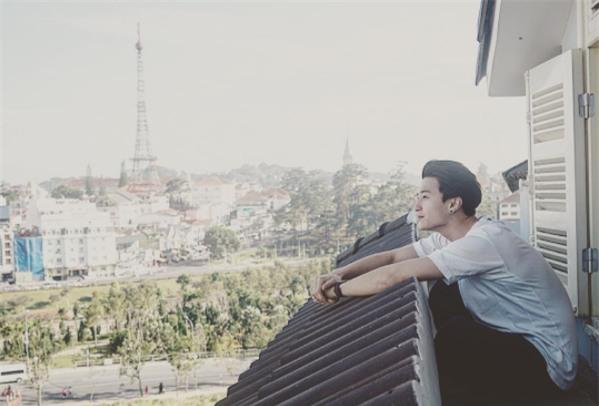 Sau 3 năm yêu Hoàng Oanh, Huỳnh Anh bất ngờ đăng status thông báo đang độc thân - Ảnh 2.