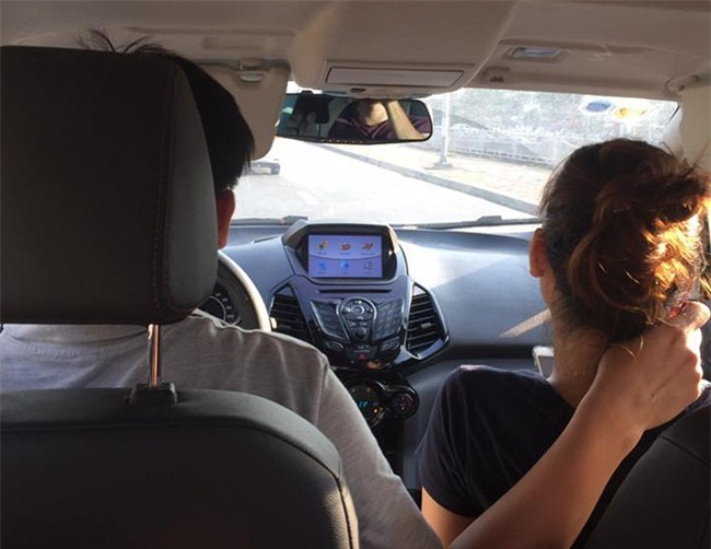 Chuyện ngày nắng nóng: Chồng chạy grab tình cảm với vợ ngồi ghế bên, khách nữ đành lạc lõng ngồi phía sau - Ảnh 3.