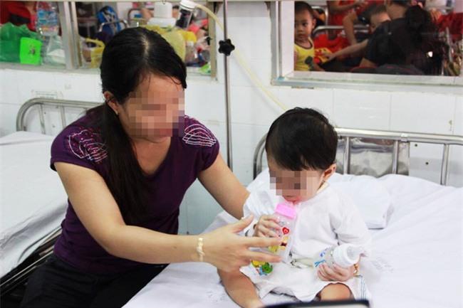 """TP.HCM: Để bé """"tự đói khắc đòi ăn"""", mẹ suýt giết con trai 3 tuổi - Ảnh 2."""