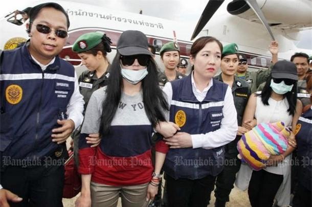 Nụ cười lạnh người và màn trang điểm khó hiểu của 3 nữ nghi phạm vụ giết người gây rúng động Thái Lan - Ảnh 2.