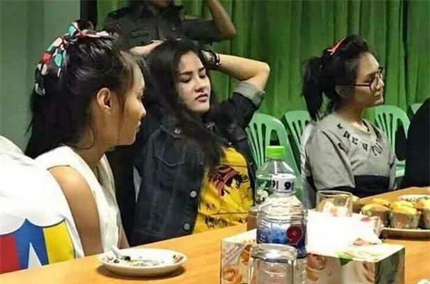 Nụ cười lạnh người và màn trang điểm khó hiểu của 3 nữ nghi phạm vụ giết người gây rúng động Thái Lan - Ảnh 3.