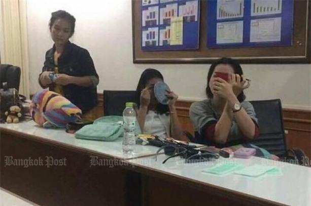 Nụ cười lạnh người và màn trang điểm khó hiểu của 3 nữ nghi phạm vụ giết người gây rúng động Thái Lan - Ảnh 5.