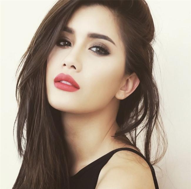 Thí sinh Hoa hậu chuyển giới Thái Lan gây chú ý vì sở hữu khuôn mặt xinh đẹp như diễn viên nổi tiếng - Ảnh 2.
