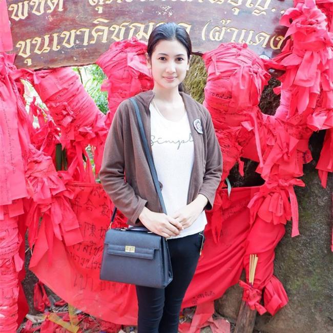 Thí sinh Hoa hậu chuyển giới Thái Lan gây chú ý vì sở hữu khuôn mặt xinh đẹp như diễn viên nổi tiếng - Ảnh 8.