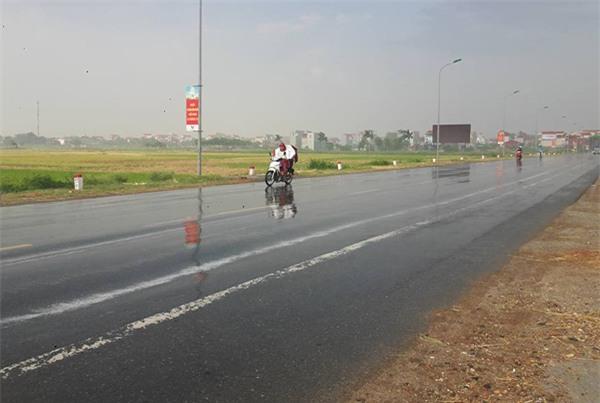 Hà Nội: Một số nơi đã xảy ra mưa rào, chính thức chấm dứt đợt nắng nóng kỷ lục - Ảnh 3.