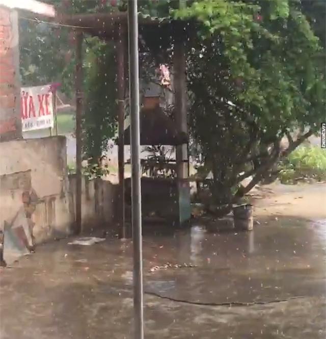 Hà Nội đã có cơn mưa giải nhiệt đầu tiên sau đợt nắng nóng kỷ lục suốt 5 ngày qua - Ảnh 2.