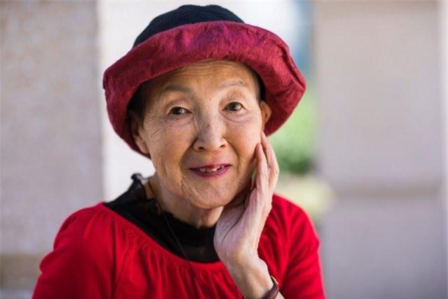 Cụ bà 82 tuổi là khách mới lớn tuổi nhất tại sự kiện WWDC của Apple - Ảnh 1.