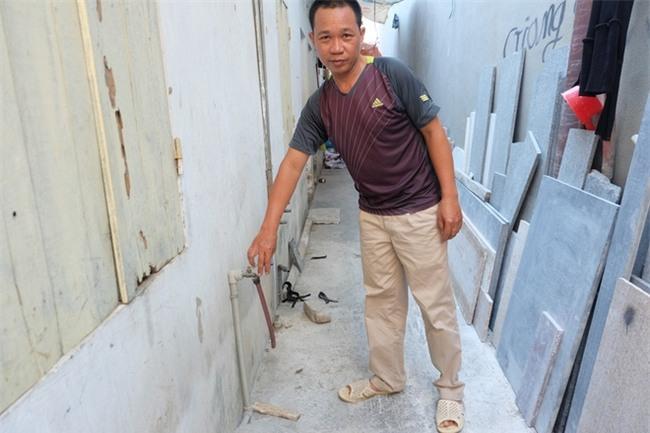 Bi hài cảnh mất nước sạch ngày Hà Nội nóng đỉnh điểm: Cả nhà 4 người chờ đủ 4 lần đi vệ sinh mới dám xả nước - Ảnh 6.