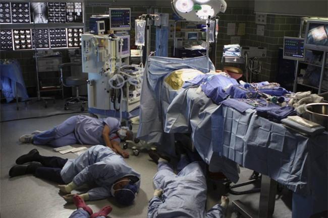 Bí ẩn hồ sơ tuyệt mật của Toxic Lady - người phụ nữ máu độc khiến các bác sĩ ngất hàng loạt - Ảnh 2.