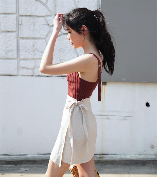 Áo hai dây chất liệu len, vừa sexy hết mức lại vừa phù hợp với thời tiết mát mẻ như thế này! - Ảnh 15.