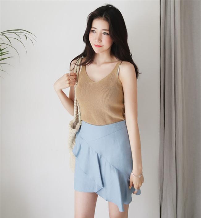 Áo hai dây chất liệu len, vừa sexy hết mức lại vừa phù hợp với thời tiết mát mẻ như thế này! - Ảnh 16.