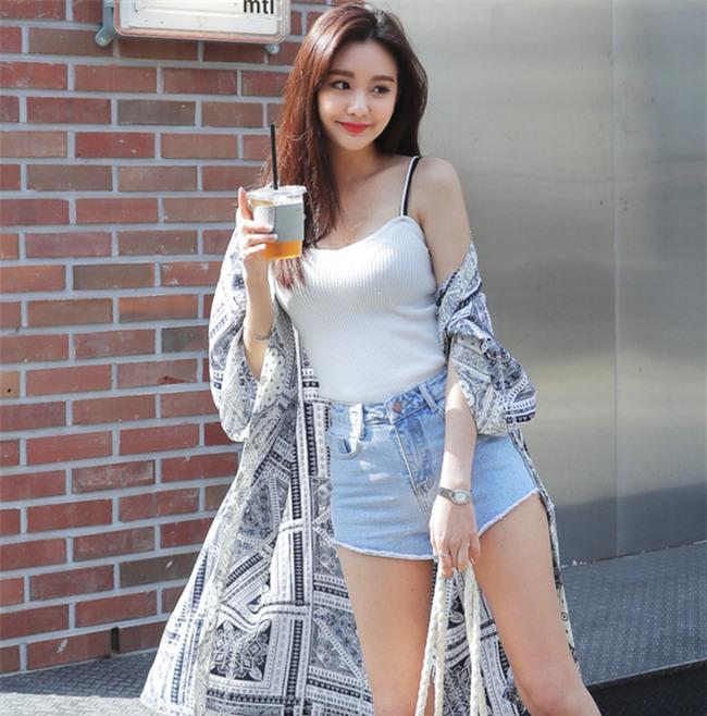 Áo hai dây chất liệu len, vừa sexy hết mức lại vừa phù hợp với thời tiết mát mẻ như thế này! - Ảnh 17.