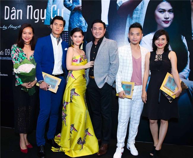 Truong Giang, Nha Phuong mac do doi di xem phim hinh anh 4