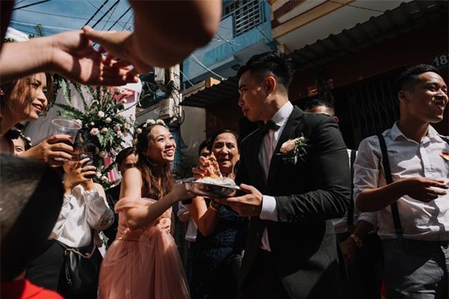 """Một thập kỷ yêu và đám cưới """"bá đạo"""" cô dâu mời nguyên dàn phù rể uống nước tương xá xị - Ảnh 4."""