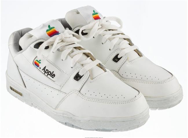 Có lẽ bạn chưa biết Apple từng làm cả giày thể thao và giá trị của nó sẽ khiến bạn bật ngửa - Ảnh 2.