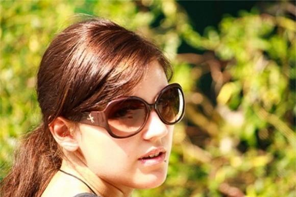 đeo kính râm giá rẻ, kính râm, sử dụng kính râm giá rẻ, kính râm giá rẻ, kính mát, tác hại sử dụng kính râm giá rẻ